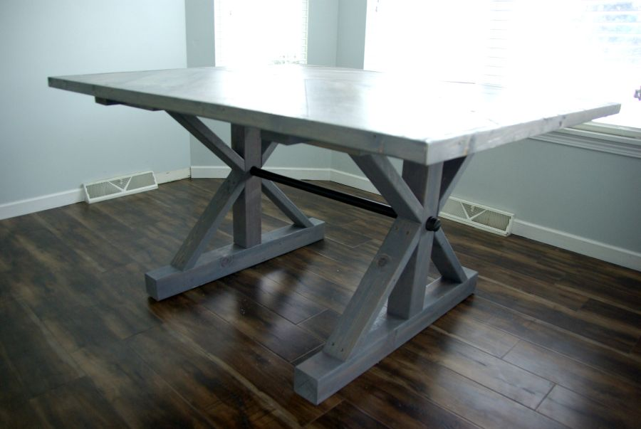 DIY-farmhouse-table-finished